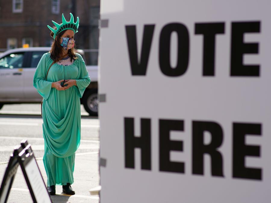 Nei pressi di un seggio di  Hoboken, New Jersey (REUTERS/Eduardo Munoz)