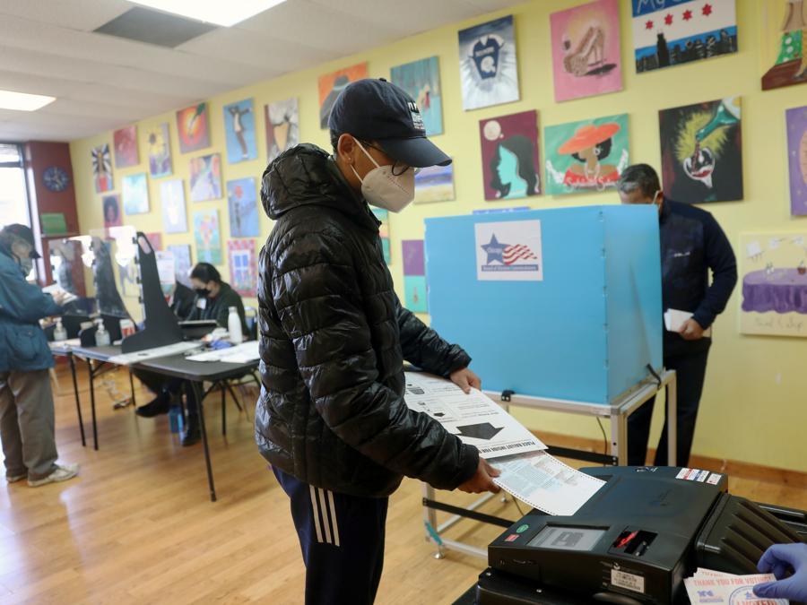Un seggio di  Chicago, Illinois (REUTERS/Daniel Acker)