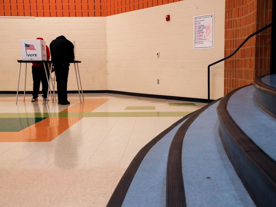 Votazione a  Lansing, Michigan (REUTERS/Shannon Stapleton)