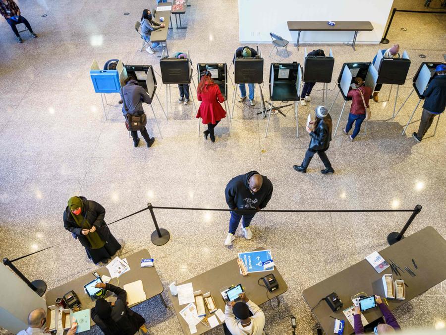 Votanti a  Minneapolis, Minnesota (Photo by Kerem Yucel / AFP)