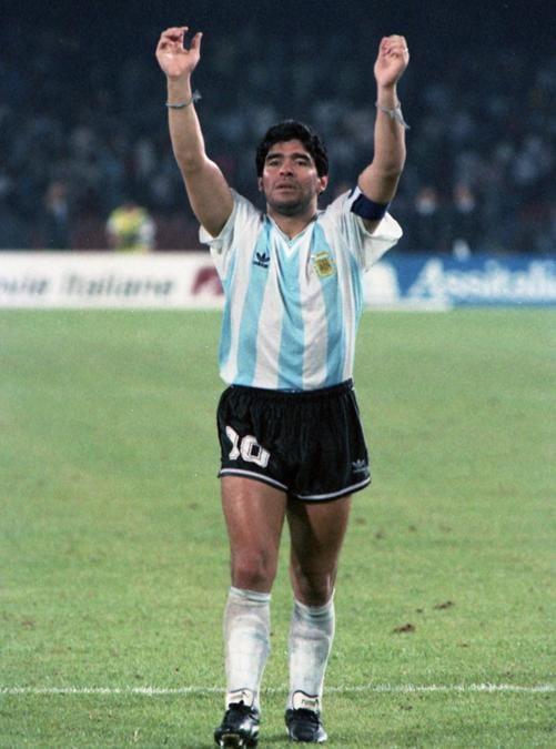 L'attaccante argentino Diego Armando Maradona esulta durante la semifinali dei Mondiali di Italia '90 contro l'Italia, Napoli, 03 luglio 1990. ANSA