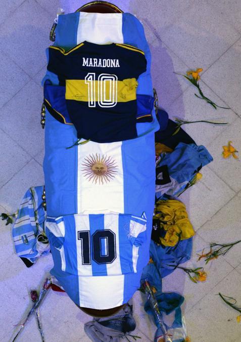 La bara di Diego Armando Maradona (Photo by Handout / Argentinian Presidency / AFP) /