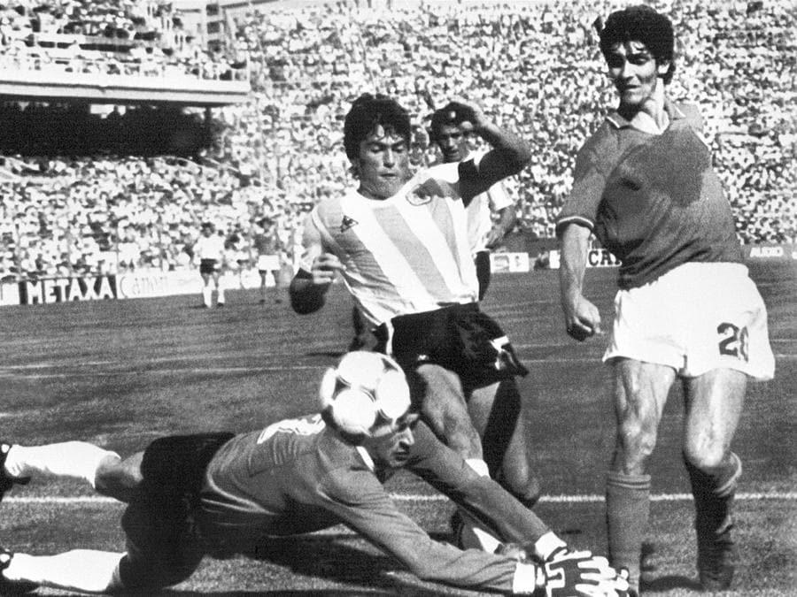 A Barcellona per la Coppa del Mondo, nel 1982  (Photo by STAFF / AFP)