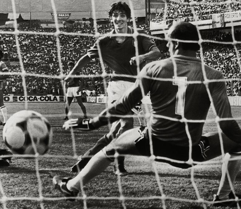 Un gol di Paolo Rossi  nella partita Italia-Brasile  (ANSA)