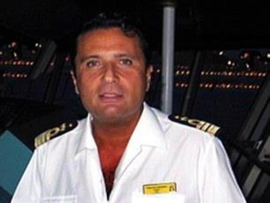 Il comandante della nave Costa Concordia Francesco Schettino in una foto pubblicata dal profilo facebook ''Costa Concordia - 13 Gennaio 2012''. ANSA / FACEBOOK