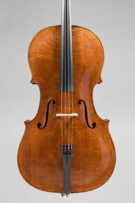 """Un raro violoncello di Gennaro Gagliano venduto per 868.000 euro Etienne Laurent il 3 dicembre a Vichy. Fu fatto a Napoli intorno al 1756, e la sua etichetta portava la prestigiosa menzione di """"Januarius Gagliano"""", un liutaio di una delle più importanti dinastie di liutai napoletani del XVIII e XIX secolo. Notevole per la sua esecuzione tecnica ed estetica, lo strumento apparteneva a Sir John Barbirolli, un rinomato direttore d'orchestra che iniziò la sua carriera come violoncellista"""