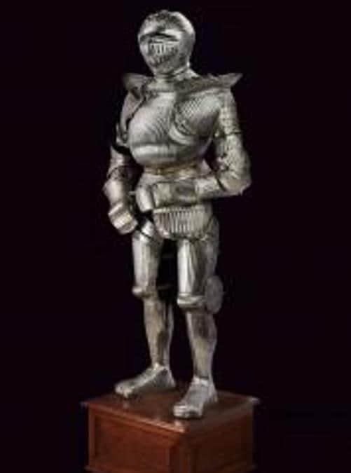 Armatura completa in stile massimilaneo, provenienza Germania, seconda metà del XIX secolo, base d'asta 25.000 €, venduta a 150.000 €, Courtesy Czerny's