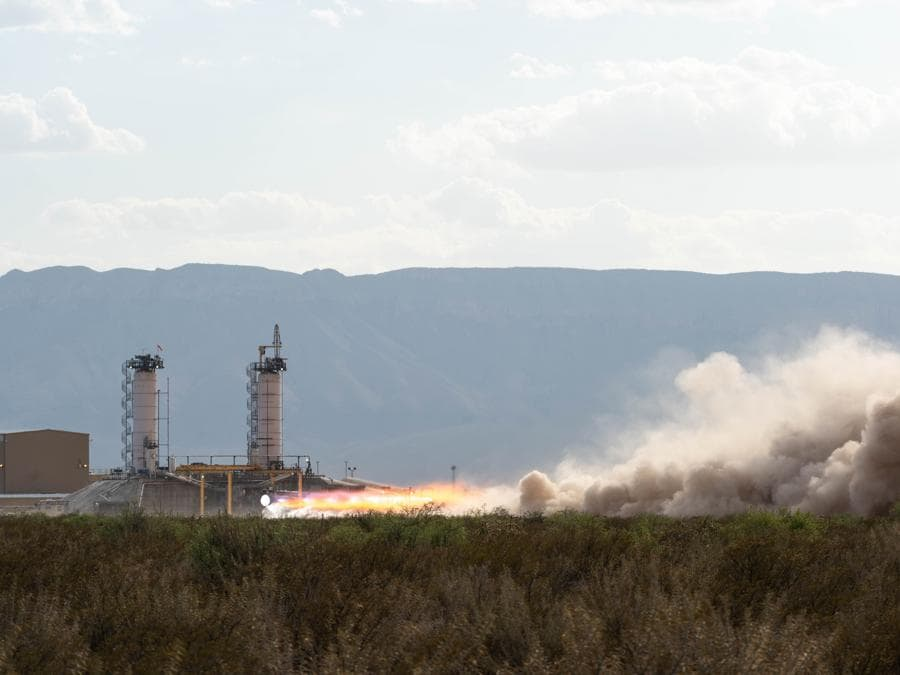 Un test a piena potenza del motore BE-4 di Blue Origin il 2 agosto 2019 (credit: Blue Origin)