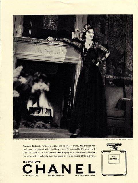 La campagna pubblicitaria in cui posa Coco Chanel su Harper's Bazaar nel 1937 (foto da harpersbazaar.com)