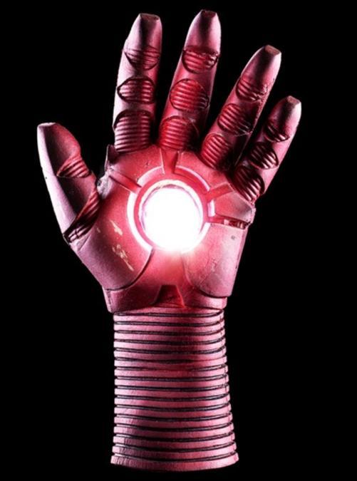 Guanto originale di Iron Man disegnato da Josè Fernandez, in vendita da Theatrum Mundi di Arezzo
