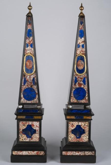 Coppia di obelischi in pietra dura di provenienza romana risalenti alla metà del secolo XVII. Appartenuti alla collezione di Robert de Balkany sono in vendita dall'antiquario milanese Brun Fine Art