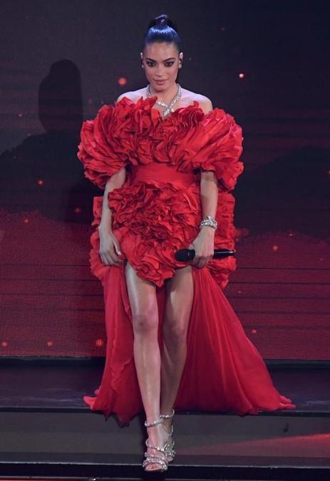 Elodie in Versace e gioielli Bulgari