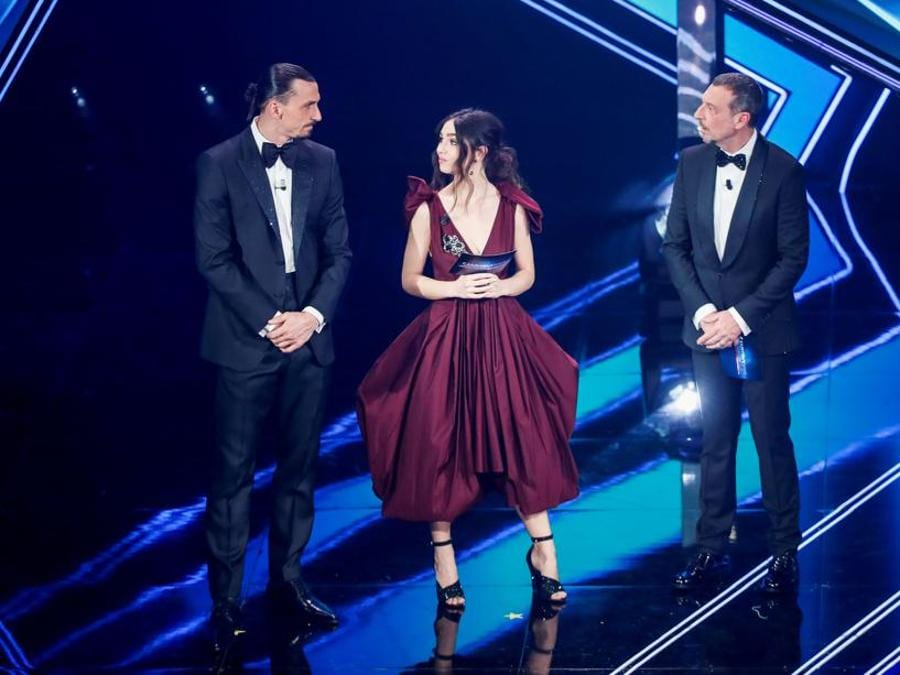 Prima serata: da sinistra, Slatan Ibrahimovic in DSquared2, Matilda De Angelis in Prada e Amadeus