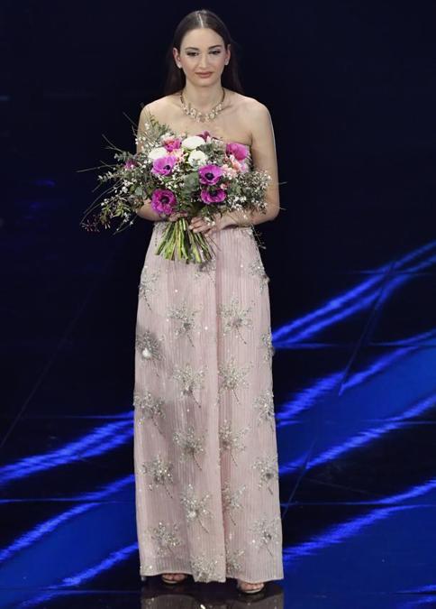 Alessia Bonari con gioielli Pasquale Bruni