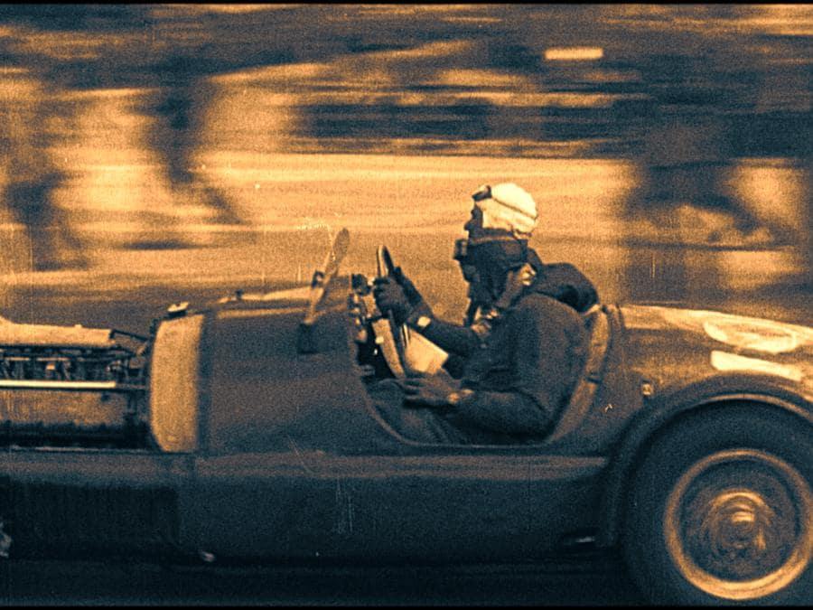 Un'immagine di un'auto d'epoca ai tempi di Nuvolari