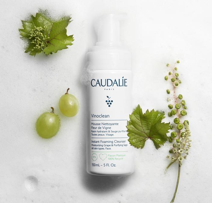 Caudalie Vinoclean Mousse Nettoyante Fleur de Vigne, 97% ingredienti di origine naturale, Vegan, la formula contiene: Uva rossa, salvia, camomilla.