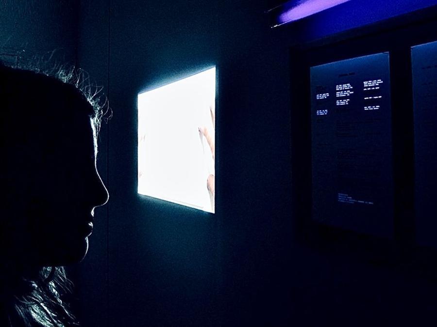 Giuliana Racco, I miei anni invisibili, 2008, DV video, 4', CVs on A4 paper, UV lamp. Installation view. Courtesy l'artista; foto: Francesca Guerisoli