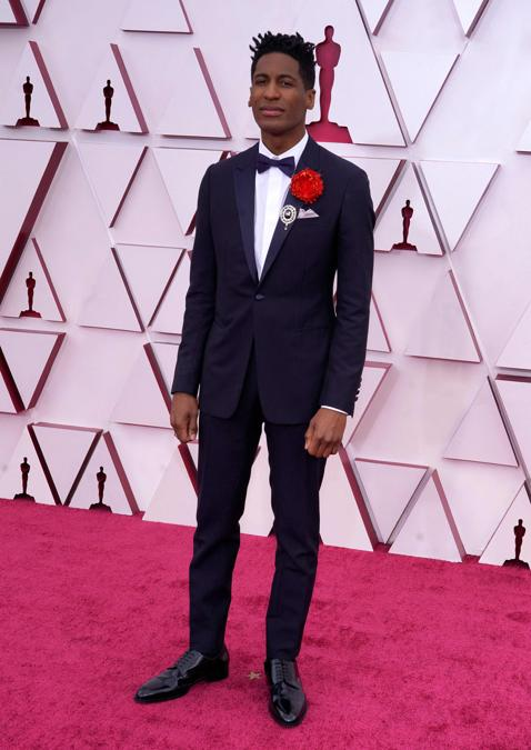 Jon Batiste in Christian Dior. (Photo by Chris Pizzello / POOL / AFP)