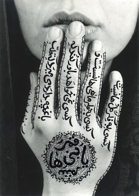 """""""Women of Allah"""" di Shirin Neshat con interventi a mano dell'autrice, venduta per 32.499 € da Finarte, Courtesy Finarte"""