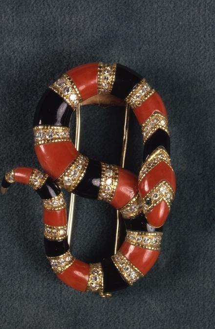 Spilla Serpenti in oro onice corallo berillo e diamanti Heritage Collection