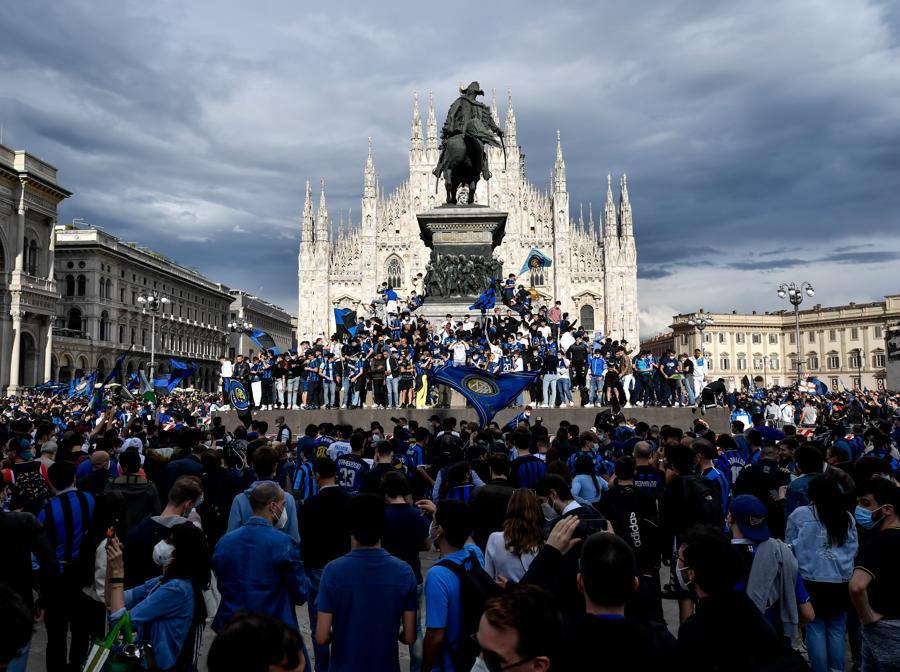 Milano - Inter Campione d'Italia 202. Festa scudetto dei tifosi dell'Inter in Piazza Duomo per la vittoria del  diciannovesimo scudetto del  campionato di Serie A  (LaPresse - Claudio Furlan)