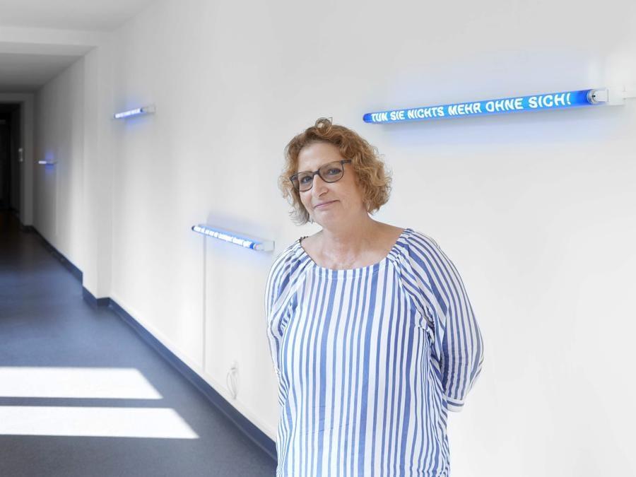 Jeannette Fischer / Jacqueline Schöb, Staccati auf Licht, 2009, FL-Röhre, Textfolie (Philipp Hänger, © KSA)