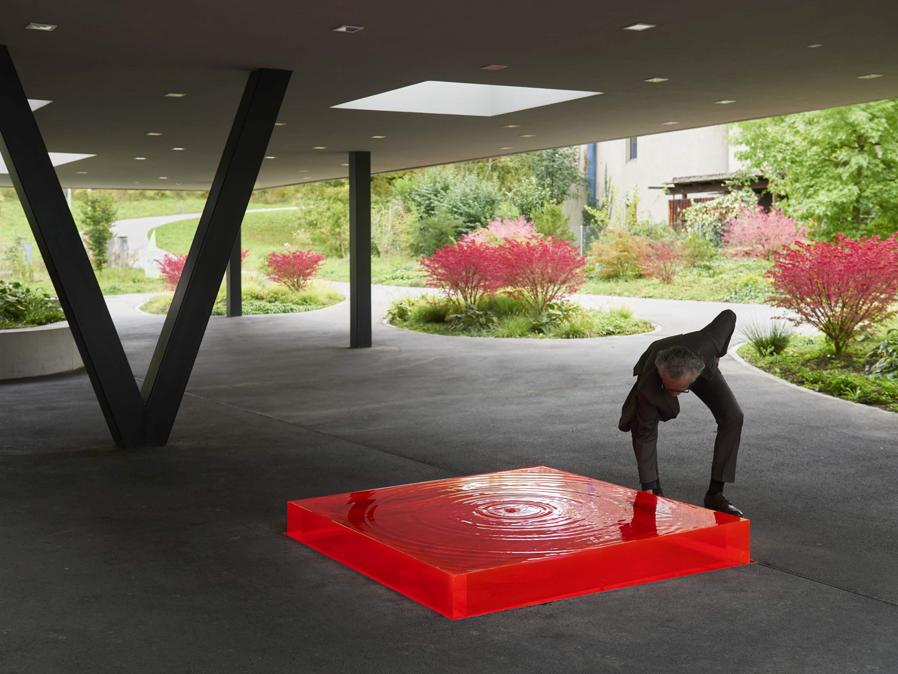 Christoph Haerle, Brunnen, 2015, Plexiglas, Leihgabe Frei Architekten (Philipp Hänger, © KSA)