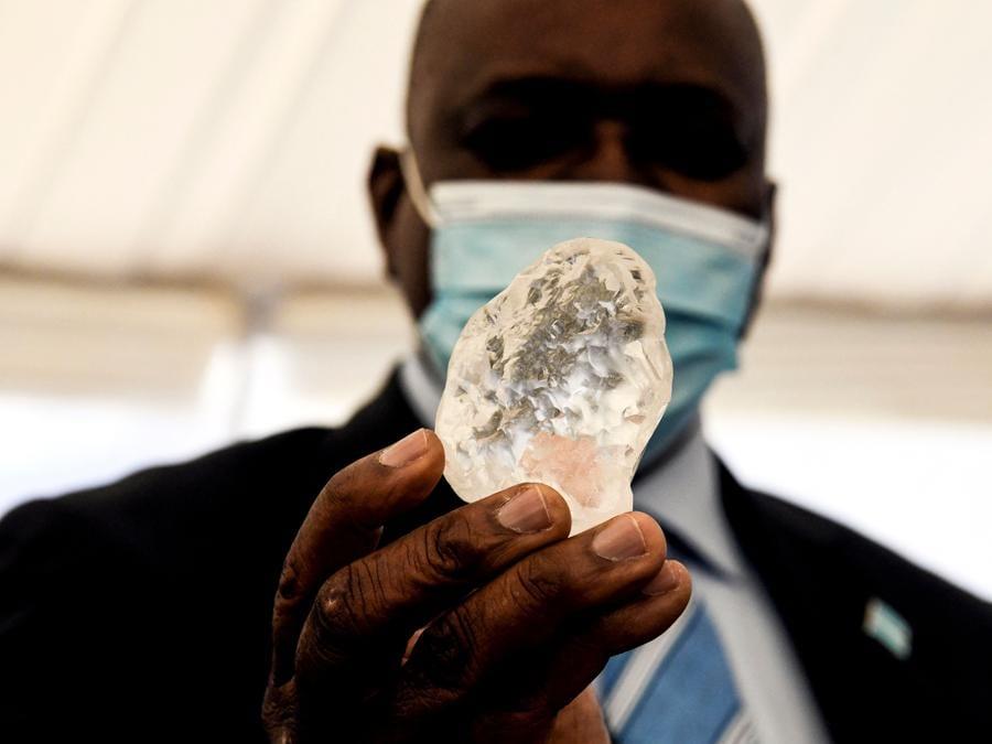 Botswana, il  Presidente Mokgweetsi Masisi (Photo by Monirul Bhuiyan / AFP)