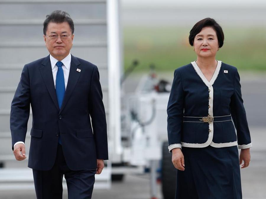 Il presidente della Corea del Sud Moon Jae-in con la moglie Kim Jung-sook