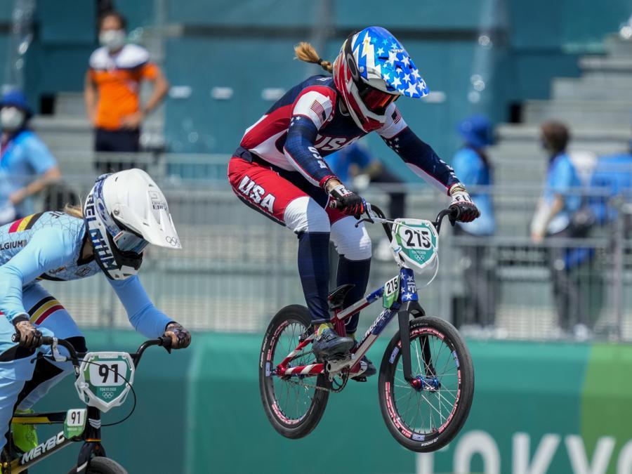 Ciclismo BMX Racing femminile - quarti di finale. (AP Photo/Ben Curtis)