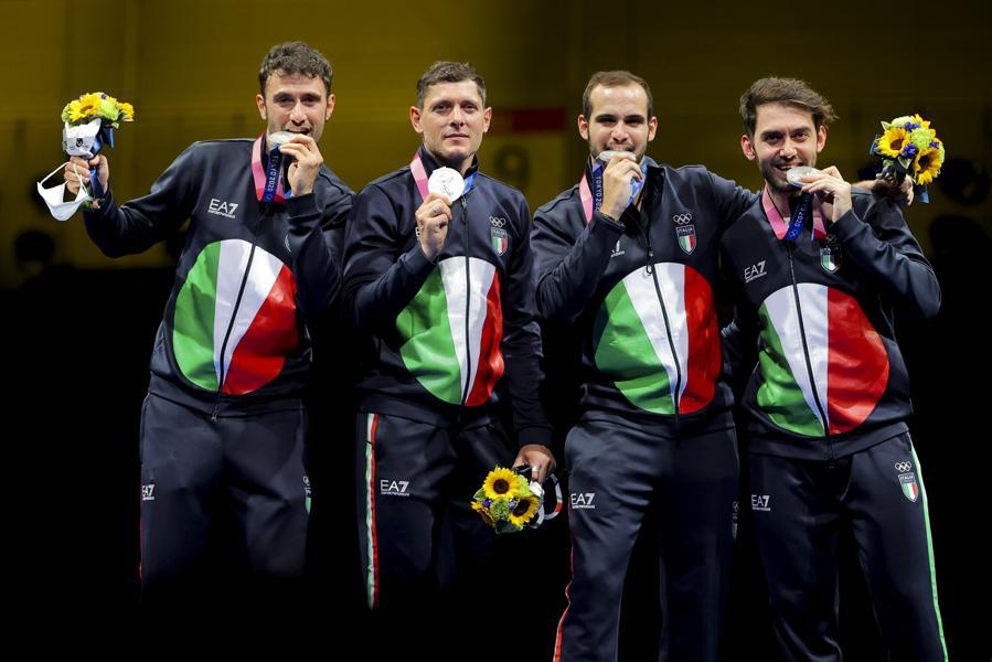 Argento: Luca Curatoli, Luigi Samele, Enrico Berre eAldo Montano (Scherma - Sciabola a squadre maschile)  - Reuters/Maxim Shemetov
