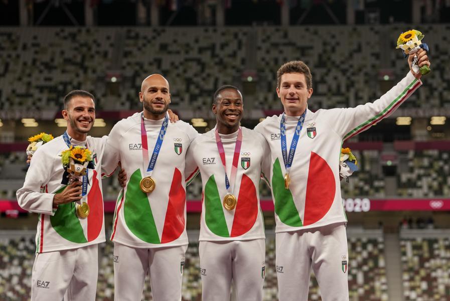 Oro: da sinistra Lorenzo Patta, Lamont Marcell Jacobs, Eseosa Desalu e Filippo Tortu (Atletica staffetta 4x100m maschile)  - AP Photo/Martin Meissner