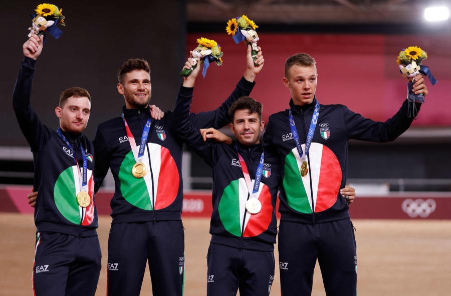 Oro:  (da sinistra)  Simone Consonni,  Filippo Ganna,  Francesco Lamon e Jonathan Milan (ciclismo su pista maschile) - Photo by Odd Andersen / Afp