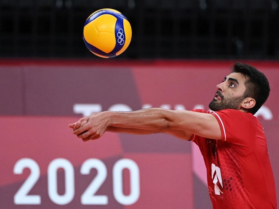L'iraniano Amir Ghafour in ricezione. (Photo by YURI CORTEZ / AFP)