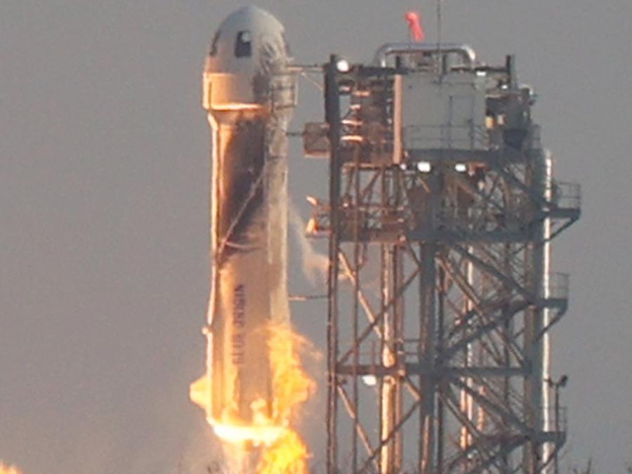 Il razzo The New Shepard Blue Origin si stacca da terra (Joe Raedle/Getty Images/AFP)