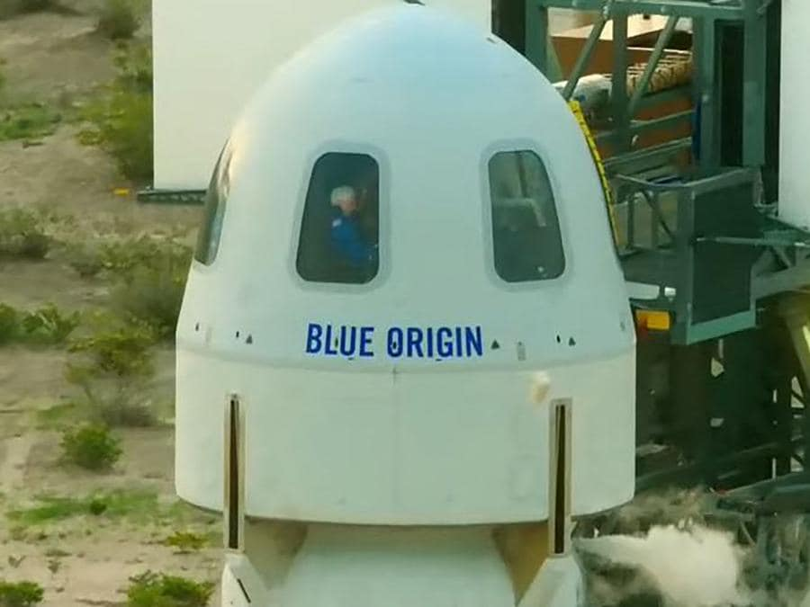 L'equipaggio a bordo della  Blue Origin (Photo by Handout / BLUE ORIGIN / AFP)