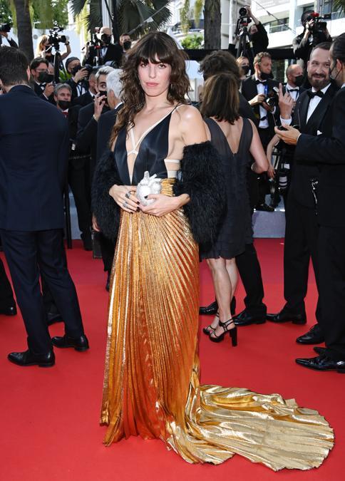 LouDoillon in Gucci_6 luglio 2021_Cannes_Courtesy of Getty Images (Photo by Daniele Venturelli/WireImage)