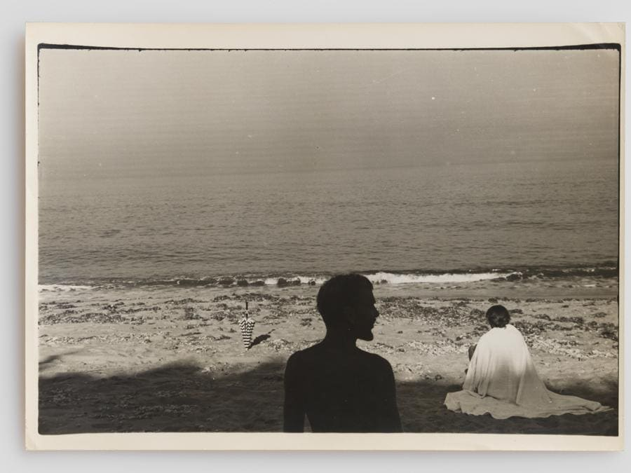 PAJAMA - Jared French and Margaret Hoening French, 1946 - Gelatin silver print - 12,6 x 17,7 cm - Courtesy FEDERICO VAVASSORI