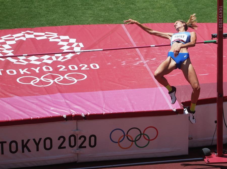 Salto in alto femminile. L'italiana Alessia Trost (EPA/DIEGO AZUBEL)