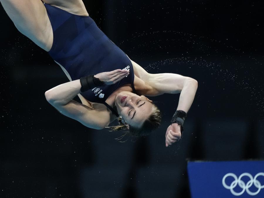Tuffi femminili dalla piattaforma di 10 metri. (AP Photo/Dmitri Lovetsky)