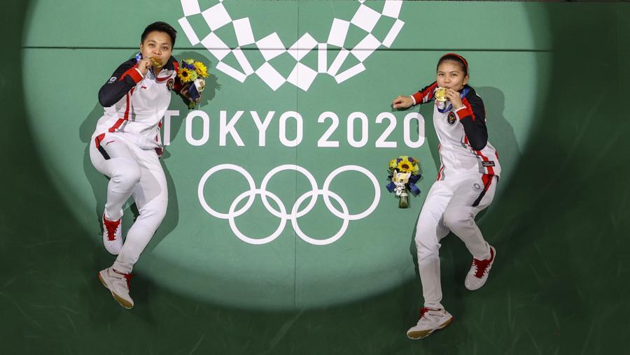Badminton - Doppio femminile - medaglia d'oro alle Indonesiane Greysia Polii e Apriyani Rahayu (REUTERS/Lintao Zhang)