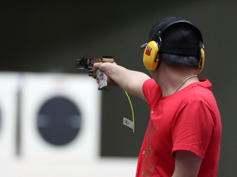 Tiro con la pistola maschile da 25m - il coreano Daeyoon Han (EPA/HEDAYATULLAH AMID)