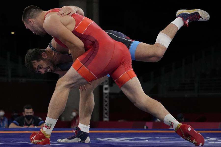 Lotta Greco-Romana (97kg) - Il bulgaro Kiril Milenov Milov, davanti, ed il turco Cenk Ildem  (AP Photo/Aaron Favila)