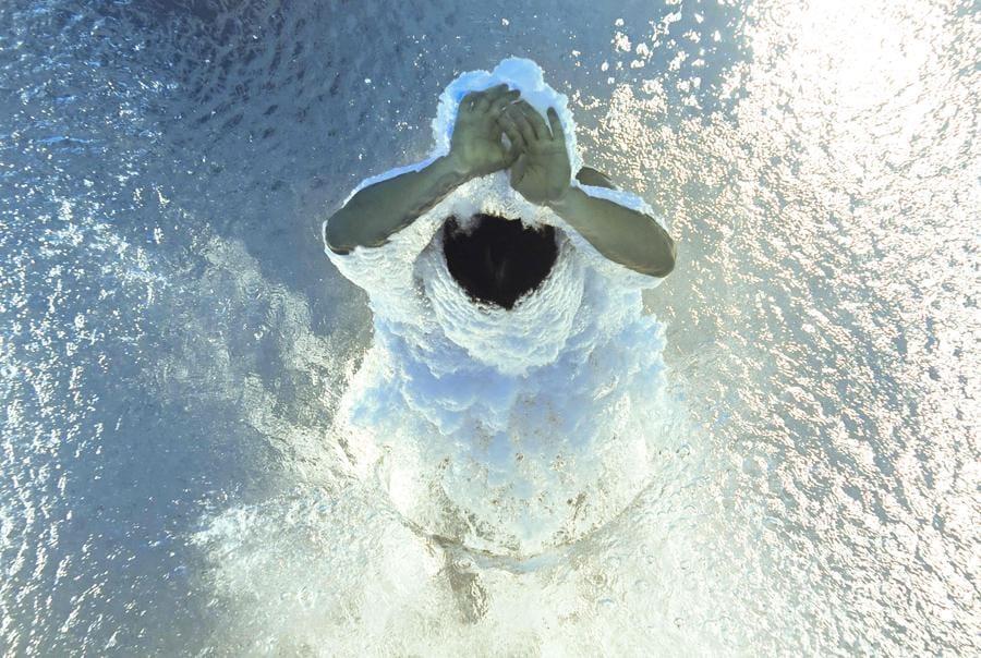 Tuffi trampolino da 3 metri maschile - Una vista subacquea mostra il colombiano Daniel Restrepo Garcia dopo aver completato il suo tuffo (Photo by François-Xavier MARIT / AFP)