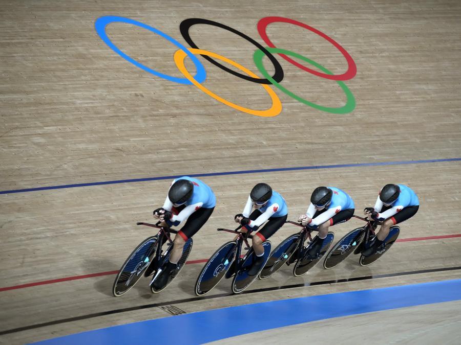 Ciclismo femminile a squadre su pista - La squadra femminile canadese. (AP Photo/Christophe Ena)