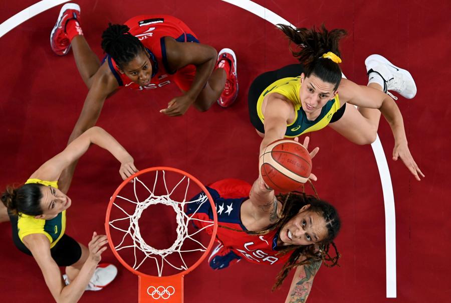 Basket femminile (REUTERS/Aris Messinis)