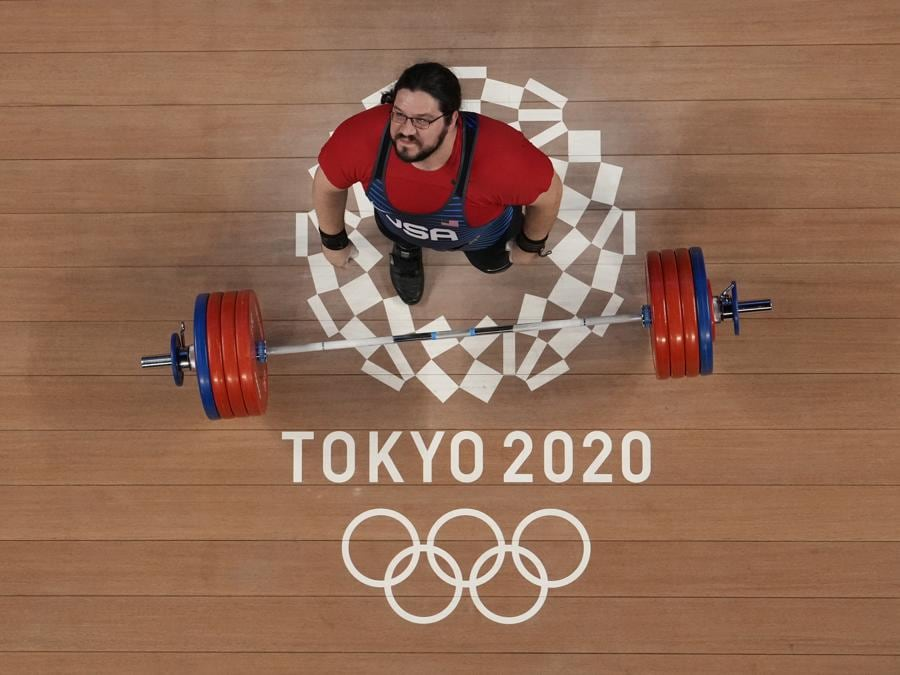 Sollevamento pesi maschile +109kg (AP Photo/Luca Bruno)