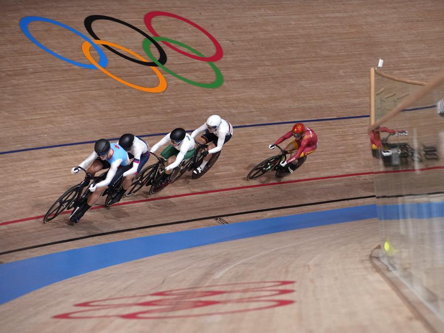 Ciclismo su pista femminile (AP Photo/Christophe Ena)