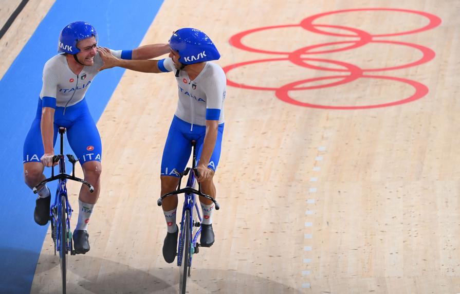 Simone Consonni (sinistra) e Francesco Lamon  (Photo by Peter PARKS / AFP)