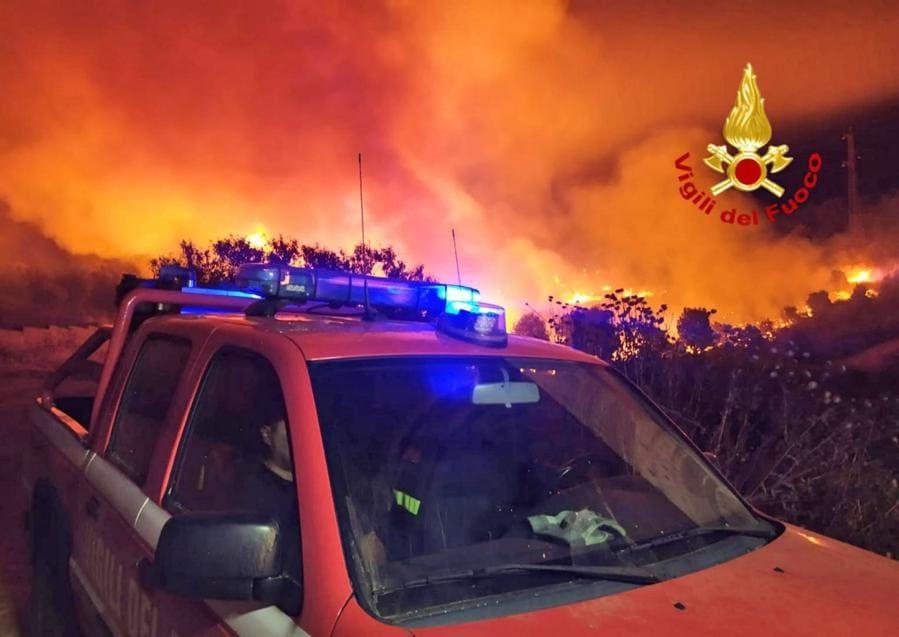 Mandas, nel sud della Sardegna. (Vigili del fuoco via AP)